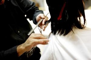 Si encuentras piojos en un cliente en tu peluquería, deberás tomar una serie de precauciones.