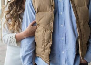 Los piojos del cuerpo viven en los pliegues de la ropa que llevamos más pegada y se evitan con una correcta higiene.