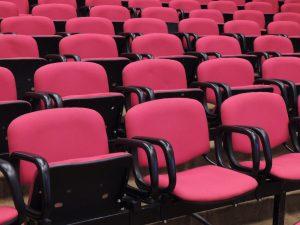 En None On Top impartimos charlas gratuitas sobre piojos en centros educativos y ayuntamientos.